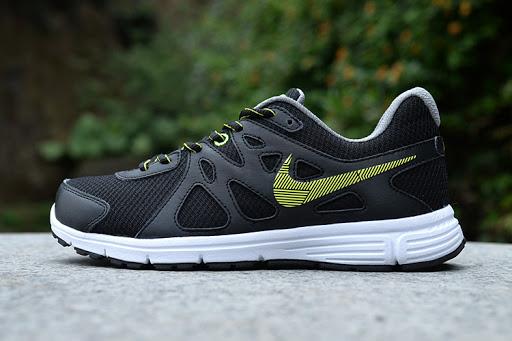 Nike Revolution 2 Running Shoe
