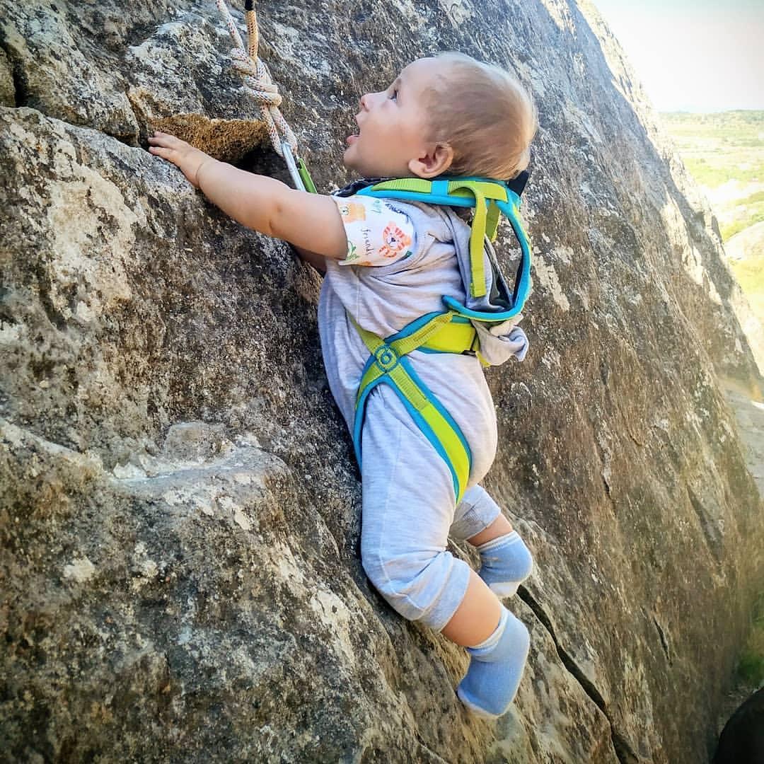 baby climbing wtaf