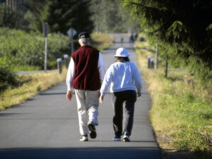 walking-elderly-b007488a8980f05cbcd6a112741fe687ce3d3670-s800-c85
